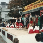 Irish-Dancers-on-stage-with-Pearl