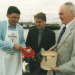 Michael-Kelly-Snr-opening-oysters